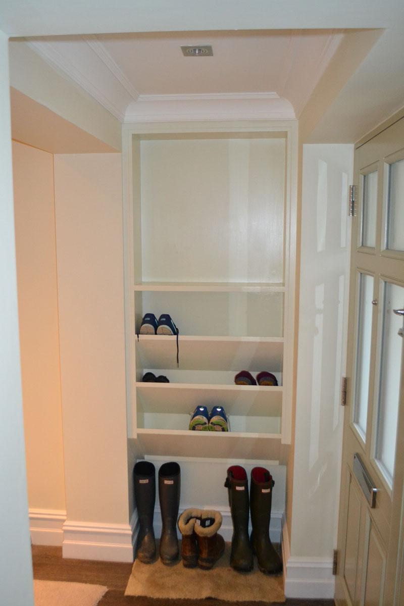 Made to measure hallway storage units