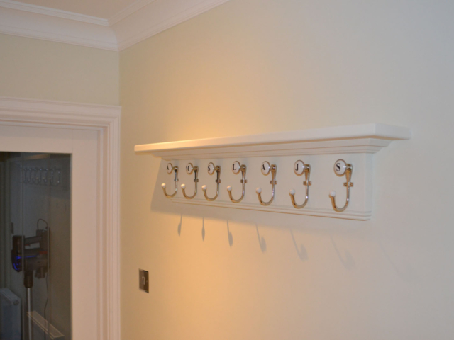 Made to measure hallway hanging storage