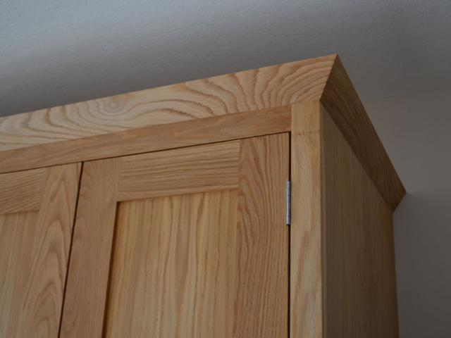bespoke fitted oak wardrobes - detail