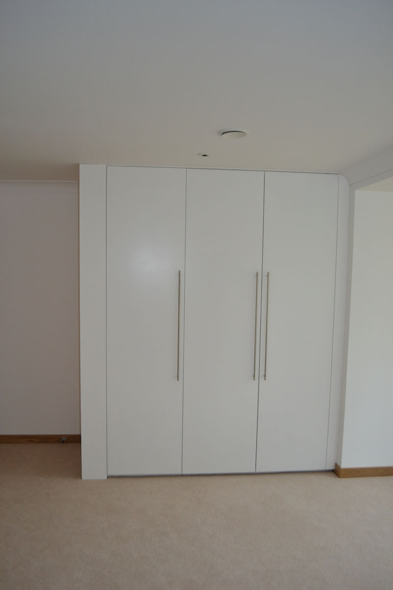modern made to measure fitted white wardrobes